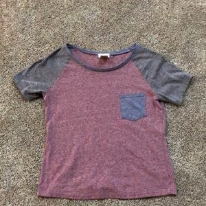 Red and blue cropped pocket t-shirt